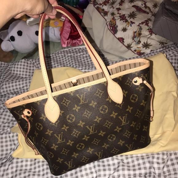 24a2459f3 Louis Vuitton Handbags - Authentic Louis Vuitton Neverfull PM monogram